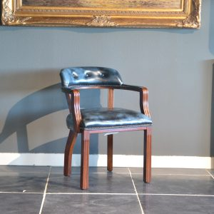 Court stand chair